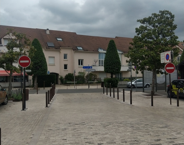Place Louis XIII : attention aux sens interdits